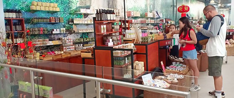 The Amazing Cambodia shop is located on the first floor of the Departures Terminal, where goods are sold from three wheeled carts; similar carts can be made available by Cambodia Airports to all retail partners