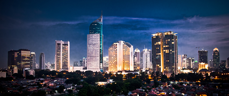 Nightlife in Jakarta is an experience: rooftop bars and clubs, evening tours, theatre performances and night markets can be explored after the sun goes down.