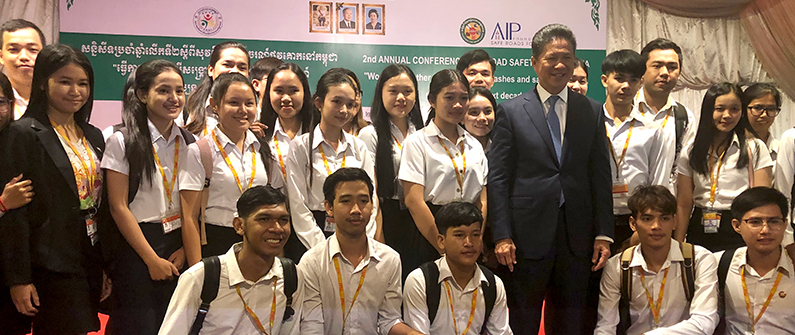 The Minister of Public Works and Transport Sun Chanthol poses with students at the AIP road safety conference.