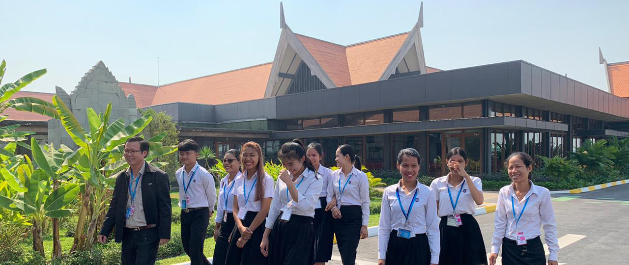 BBU Students enjoy a tour of the grounds outside of Siem Reap International Airport